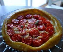 Tarte Tatin de tomates et d'échalotes